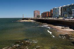 Trailhunter an der Promenade von Montevideo