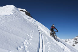 Downthehill Snowride - Den Skispuren nach