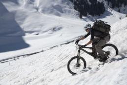 Downthehill Snowride - Mountainbiken im Schnee